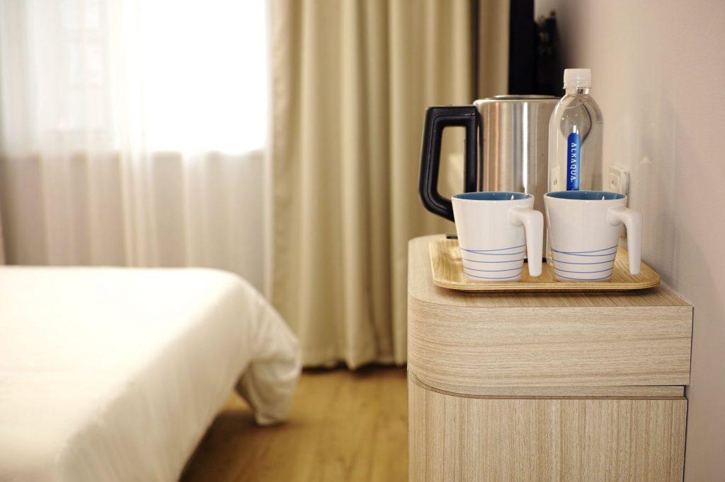 clean a Hotel Room like a Housekeeper